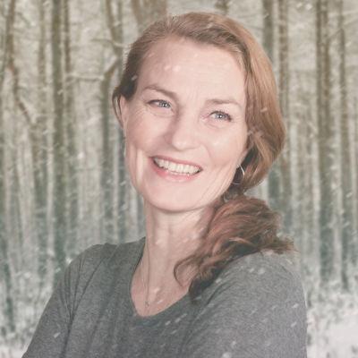 Jonna Järnefelt på Vegas vinterpratare kollagebild mot snöig skogsbakgrund.