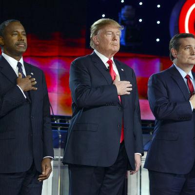 Ben Carson, Donald Trump och Ted Cruz vid presidentkandidaternas TV-debatt 16.12.2015
