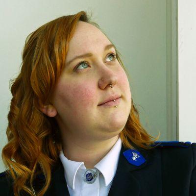 Nainen Pelastusarmeijasta.