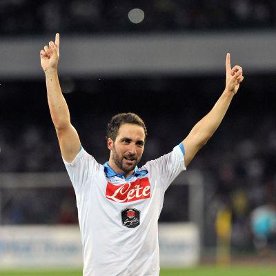 Gonzalo Higuain och Napoli vill till Champions League.
