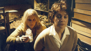 Leea Klemola ja Rea Mauranen elokuvassa Neitoperho.