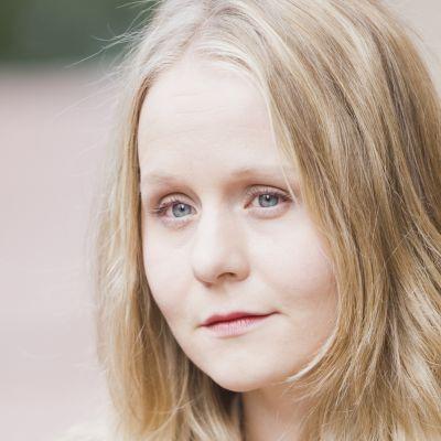 Kirjailija Anna-Kaari Hakkarainen