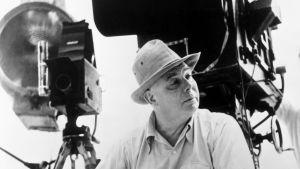 Elokuvaohjaaja Jean Renoir.