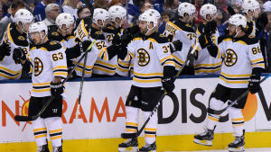 Brad Marchand, Patrice Bergeron och David Pastrnak bildar Bostons förstakedja.