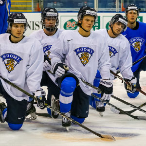 Linus Nyman, Anton Lundell och Teemu Engberg hör till det finländska laget i junior-VM i ishockey.
