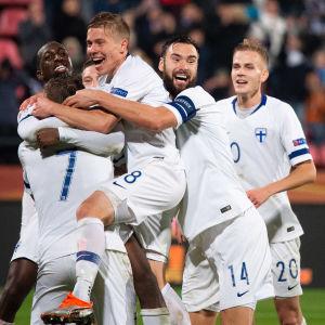 Finland jublar efter matchen mot Grekland.