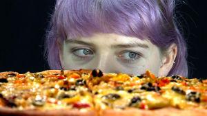 Saako peili ihmiset syömään vähemmän ja ruoan maistumaan pahemmalta?