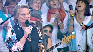 Legendaarisen laulajan Pepe Willbergin 70-lukuhenkinen show Pepe & Saimaa ensi kertaa julkisesti esitettynä Ruisrockin Rantalavalla heinäkuussa 2014.