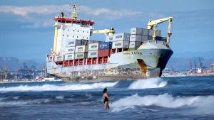 Maailmantalous on riippuvainen merenkulusta. Dokumentti paljastaa mahtavan ja salaperäisen toimialan.