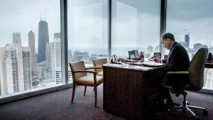 Rankalainen toimittaja Jennifer Deschampsin selvittää Brothersin sisäpiiriläiset -dokumentissaan investointipankin romahduksen syitä.
