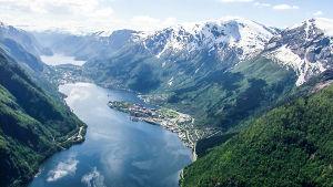 Luontodokumenttisarja Norjan upeista maisemista ilmasta käsin.