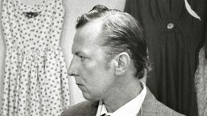 Sulevi Peltola Aki Kaurismäen tv-elokuvan Likaiset kädet kuvauksissa 1989.