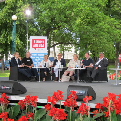 Blå framtid på rådhusscenen under Suomiareena i Björneborg.