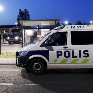 Polisbilar i Borgå på morgonen den 25.8.