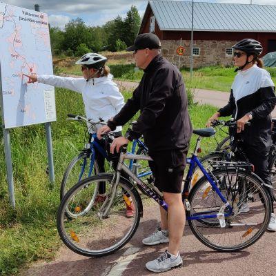 Pyöräilijöitä Järsössä