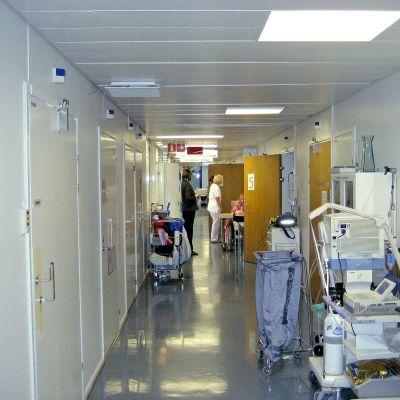 En korridor i ett sjukhus