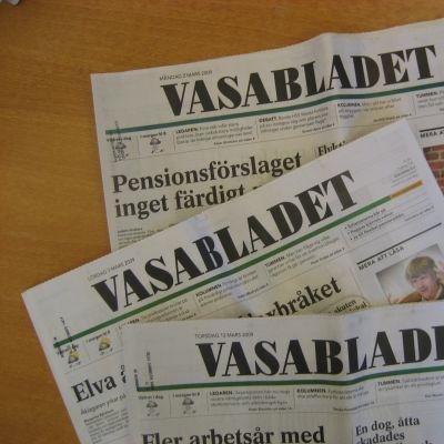 Tre exemplar av tidningen Vasabladet
