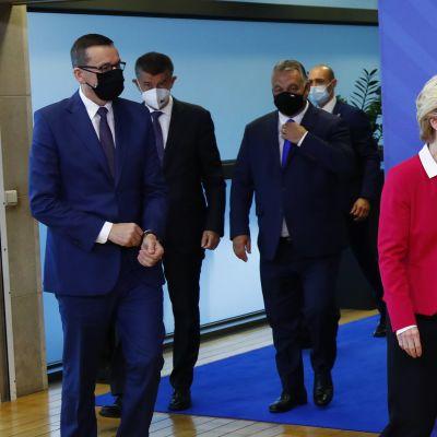 Puolan, Slovakian ja Unkarin pääministerit neuvottelivat tänään Brysselissä komission puheenjohtajan kanssa.