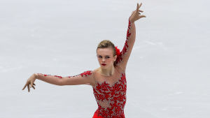 Konståkaren Emmi Peltonen i sitt tävlingsprogram.