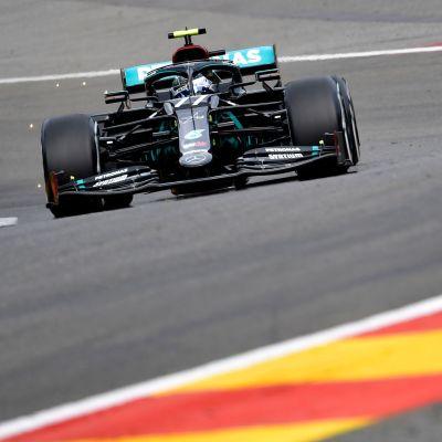 Valtteri Bottas kör på Spa-Francorchamps.