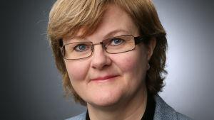 Christina Östman Rolandsson är ny kaplan i Vasa svenska församling. Porträttbild.