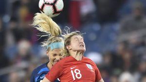 Engelska spelaren Ellen White i en nickduell.