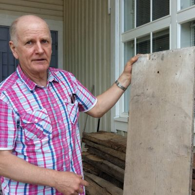 Leif Olin ansvarar för en pågående renovering i Sundom Missionskyrka.