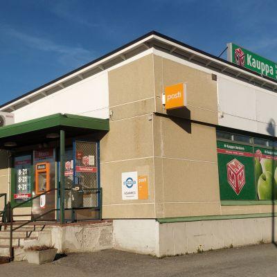 M-kaupan myymälä Uuraisten keskustassa.