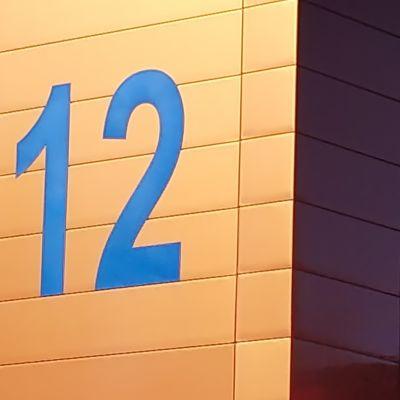 Äänekosken paloaseman seinässä numerot 112