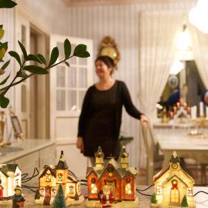 Åsa och Stefan Barkar i Forsby, Pedersöre, gillar julbelysning.