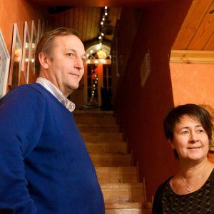 Stefan och Åsa Barkar i Forsby, Pedersöre, gillar julbelysning.