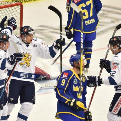 Tommi Kivistö, Markus Hännikäinen och Oskar Osala fick fira i EHT-segern över Sverige.