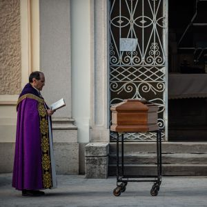 Bergamo är den värsta drabbade staden i Italien som totalt har registrerat över 8 100 dödsoffer.