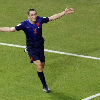 Stefan de Vrij firar ett mål i VM 2014