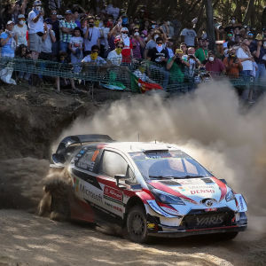 Jari-Matti Latvala i en kurva i Portugals VM-rally.