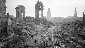 Dresden sönderbombat.