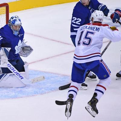 Jesperi Kotkaniemi gjorde NHL-debut.