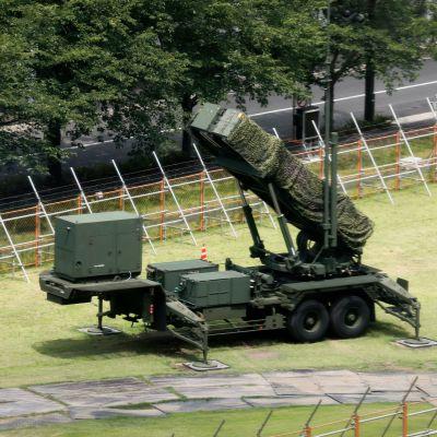 Patriot PAC3 -ohjuksentorjuntalaitteisto Tokiossa Japanin puolustusministeriössä heinäkuun lopussa.