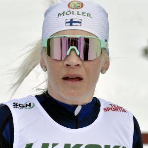 Den tidigare skidskytten Kaisa Mäkäräinen håller fortfarande god fart i spåret.