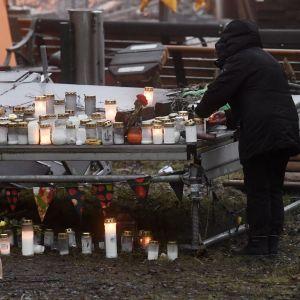 Gravljus vid mordplatsen i Forsby i Helsingfors.