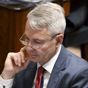 Utrikesminister Pekka Haavisto (Gröna) i plenisalen.