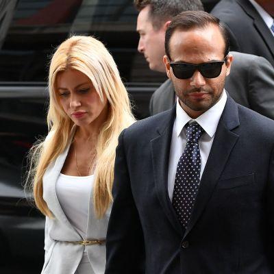 George Papadopoulos och hans fru Simona anländer till domstol