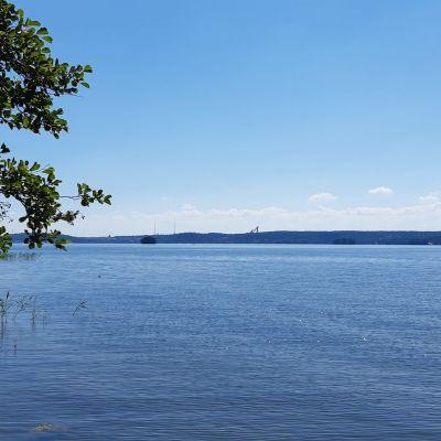 Vesijärven maisema kuvattuna Enonsaaresta kaupunkiin päin Lahdessa.