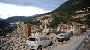 Skador efter en jordbävning i Apenninerna i Italien