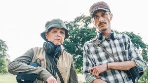 Brittisarjassa Andy ja Lance etsivät aarretta metallinpaljastimen avulla.
