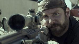 Bradley Cooper som Chris Kyle i American Sniper