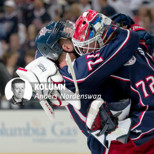 Columbus-spelare kramar om varandra.