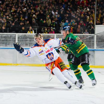 Veli-Matti Savinainen firar mål mot Ilves.