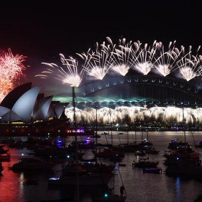 Australian Sydneyssä uusi vuosi aloitettiin näyttävillä ilotulituksilla.