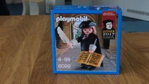 Playmobils lilla Lutherfigur reformationsåret till ära